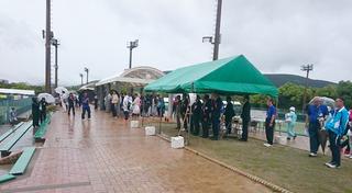 2)雨天の中、開会式典.JPG