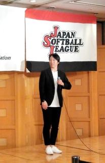 6.特別表彰通算400本安打達成の日立サンディーバ山田恵里選手のスピーチ.JPG