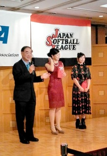 7.今年のベストドレッサー賞の長�ア選手と中村選手.JPG
