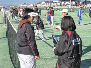 アドバイスをする阿部コーチ.JPG