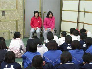 ミーティング風景:平田・横山ブース.JPG