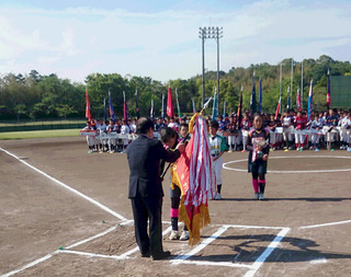三重県小学生男女ソフトボール大会優勝旗返還.JPG
