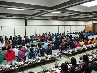 全員での夕食会.JPG