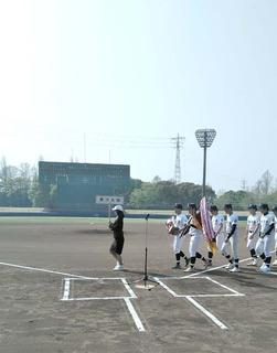東洋大学を先頭に選手入場.JPG