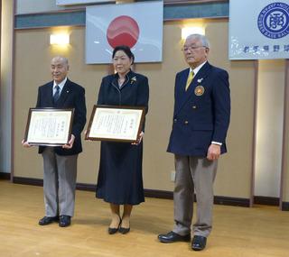 柴田会長より感謝状が授与された.JPG