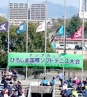 3月11日東日本震災の為各国国旗を半旗掲揚.JPG